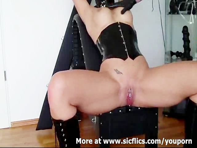 Squirting Splits Doing The Squirting: 9