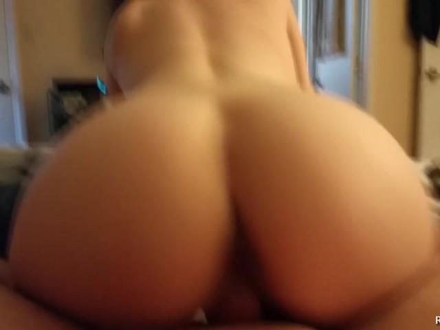 Amateur Girlfriend Sucks Dick