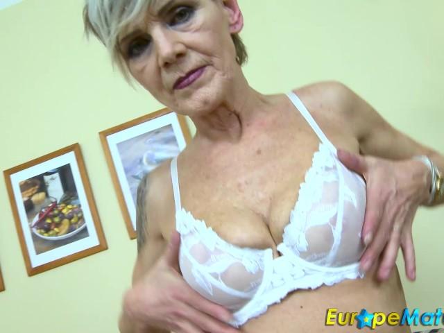 Schlanke oma nackt sehr Schlanke Oma