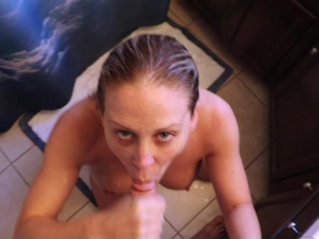 Stiefmutter saugt Stiefsohn Schwanz