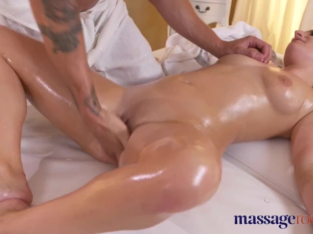 Guy Eating Pussy Squirt