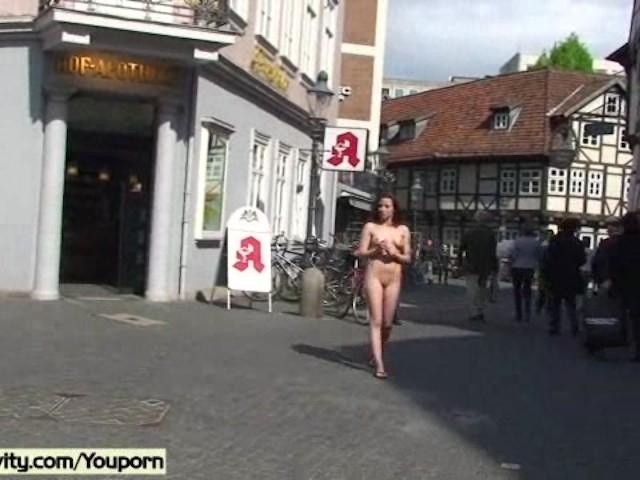 Nackt der öffentlichkeit in deutsche Deutsche Blondine