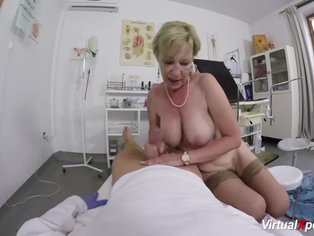 Chaude blonde sodomisée par la BBC de son medecin