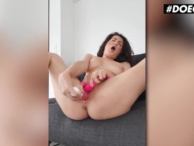 Chubby Girl Eating Pussy