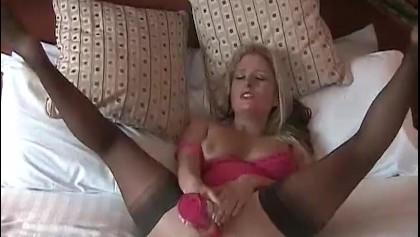 Zralá žena fouká robertka a masturbuje