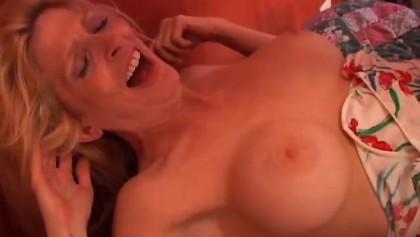 Sugar is a sexy blonde MILF who loves the taste of cum