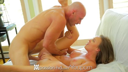 Passion-HD - Short shorts Alexis Adams takes a load of cum on her face
