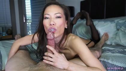 Asian-American Babe Kalina Ryu bläst und reitet schönen weißen Schwanz
