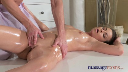 Cums Milf Stud Junge innerhalb Junge Pussy