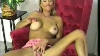 This mom pussy its like open door....
