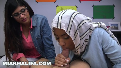 Mia khalifa sex lesson Mia Khalifa Arab Expert Cock Sucker Gives Friend Blowjob Lessons Free Xxx Porn Videos Oyoh