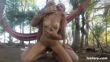 Pelicula porno vintage sexo en la hamaca cpn una morena Kinky Pareja Sexo Al Aire Libre En La Hamaca Mira Gratis En Un Gran Archivo De Porno Oyoh