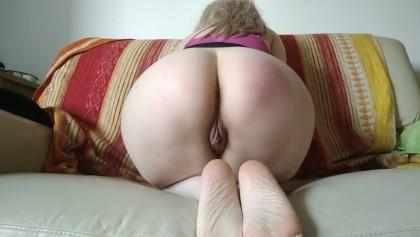 Petite Blonde Arsch Anbetung