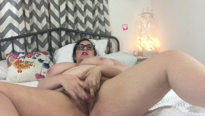 Nerdy BBW Amateur Strips Cums and Asks You to Shoot your Load all over Her