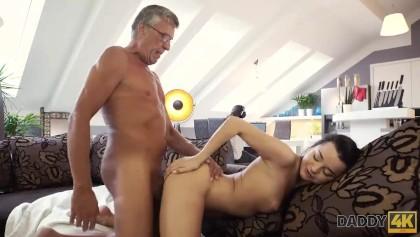 Papa me viola videos porno Daddy4k Mal Papa Se Folla A La Novia De Su Hijo Justo Detras De Su Espalda Free Xxx Porn Videos Oyoh