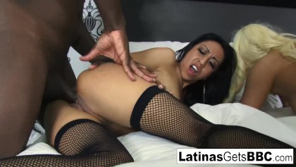Hot hotel group sex featuring Destiny Dream and Leslie Sierra