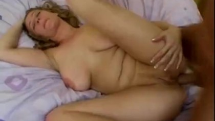 English dirty house wife slut 'Starr' gets fucked up the arse!