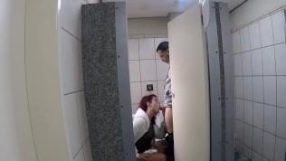 Aproveitei a quarentena que esta tudo deserto e fiz sexo dentro de um banheiro publico